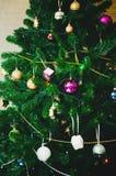 Árvore de Natal belamente decorada imagens de stock royalty free