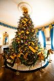 Árvore de Natal branca da casa Imagem de Stock