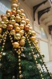 Árvore de Natal coberta no ouro Fotos de Stock