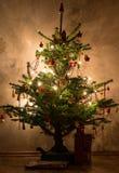 A árvore de Natal com as bolas do brilho do Natal Fotografia de Stock Royalty Free