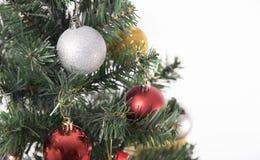 Árvore de Natal com as decorações no fundo branco Imagens de Stock Royalty Free