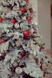 Árvore de Natal com brinquedos Fotos de Stock
