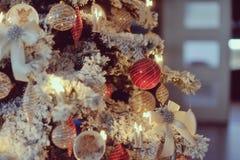 Árvore de Natal com brinquedos Imagens de Stock Royalty Free