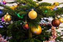 Árvore de Natal com decoração, close-up Fotografia de Stock Royalty Free
