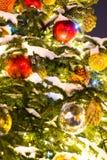Árvore de Natal com decorações e brinquedos de Cristmas Foto de Stock Royalty Free