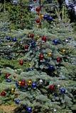 Árvore de Natal com glitterballs fotografia de stock
