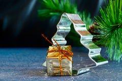 Árvore de Natal com o presente Fotos de Stock