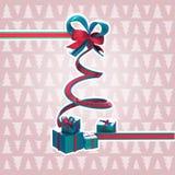 Árvore de Natal da fita com uma curva e os presentes Fotos de Stock