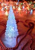 Árvore de Natal de vidro bonita em um fundo das luzes Imagem de Stock