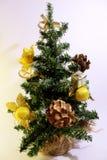 Árvore de Natal decorada com brinquedos Fotos de Stock Royalty Free