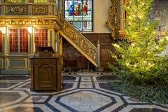 Árvore de Natal dentro da igreja velha de Éstocolmo Imagem de Stock