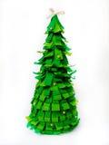 Árvore de Natal do papel verde em um fundo branco ofícios Foto de Stock Royalty Free