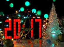 Árvore de Natal do vidro verde de ano novo feliz 2017 Fotos de Stock Royalty Free