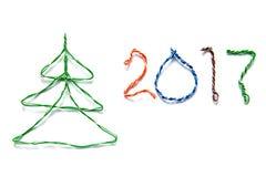A árvore de Natal e o número 2017 fizeram dos cabos do twisted pair RJ45 Foto de Stock Royalty Free