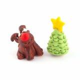 Árvore de Natal e uma rena Fotografia de Stock