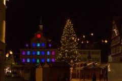 árvore de Natal em um mercado fotografia de stock royalty free