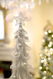 Árvore de Natal, estrela e Bokeh de prata Imagem de Stock