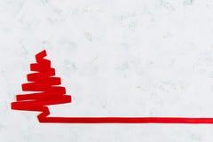 Árvore de Natal feita da fita no fundo branco Fotos de Stock Royalty Free