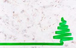 Árvore de Natal feita da fita no fundo branco Foto de Stock Royalty Free