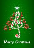 A árvore de Natal feita de notas musicais vermelhas, barra de chocolate deu forma à clave de sol e ao pentagram com título: FELIZ Imagem de Stock Royalty Free