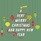 Árvore de Natal feita do texto Bolas coloridas que penduram em torno dele Ilustração do vetor no fundo verde Muito Feliz Natal a Imagens de Stock