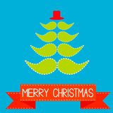 Árvore de Natal feita dos bigodes.  Fita vermelha.  Christma alegre Imagens de Stock