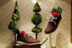 A árvore de Natal ilumina o armazém Fotos de Stock