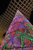 A árvore de Natal iluminou-se acima, Sevilha, a Andaluzia, Espanha fotografia de stock royalty free