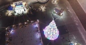 A árvore de Natal incandesce na noite Modo festivo Natal vídeos de arquivo