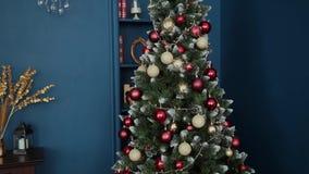 Árvore de Natal muito bonita com brinquedos filme