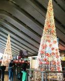 Árvore de Natal na estação fotografia de stock