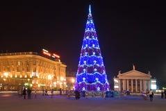 Árvore de Natal na praça da cidade Imagem de Stock Royalty Free
