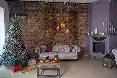 Árvore de Natal na sala de visitas foto de stock