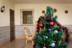 Árvore de Natal no exterior Fotos de Stock