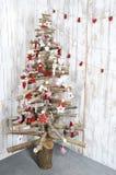 Árvore de Natal no fundo de madeira Fotografia de Stock