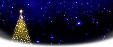 Árvore de Natal no fundo do céu das estrelas Fotografia de Stock Royalty Free