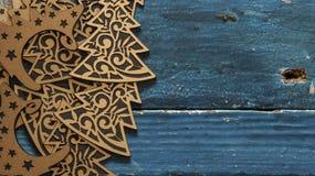 Árvore de Natal no fundo de madeira Foto de Stock Royalty Free