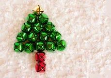 Árvore de Natal no fundo nevado Fotos de Stock Royalty Free