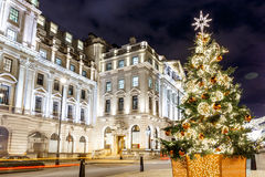 Árvore de Natal no lugar de Waterloo em 2016, Londres Fotografia de Stock Royalty Free