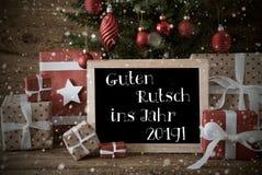 Árvore de Natal nostálgica, flocos de neve, ano novo dos meios de Guten Rutsch 2019 imagem de stock royalty free