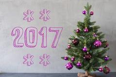 Árvore de Natal, parede do cimento, texto 2017 Foto de Stock
