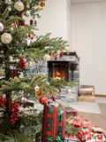 Árvore de Natal pela chaminé Imagens de Stock