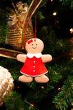 Árvore de Natal, ramos spruce, cones Brinquedos do Natal, decorações, presentes Fotografia de Stock