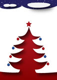 Árvore de Natal sob um céu noturno escuro estrelado Fotos de Stock Royalty Free