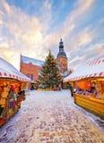 Árvore de Natal tradicional no mercado do Natal Fotografia de Stock Royalty Free