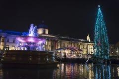 Árvore de Natal, Trafalgar Square na noite, Westminster, Londres, Inglaterra, Reino Unido imagens de stock