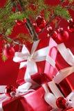 Árvore de Natal vermelha, presentes do vermelho Foto de Stock