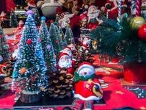 Árvore de Papai Noel e de Natal fotografia de stock royalty free