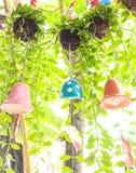 Árvore de suspensão com o sino cerâmico decorativo Foto de Stock Royalty Free