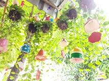 Árvore de suspensão com o sino cerâmico decorativo Imagem de Stock